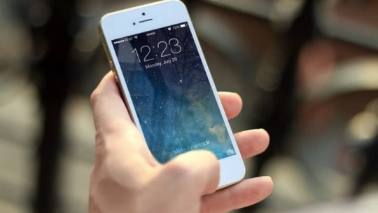 Ask Siri to check Your visual voicemail on iPhone