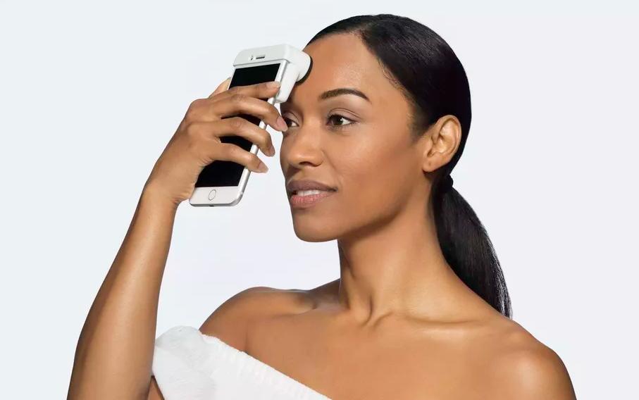 2018 01 07 02 58 41 Neutrogena Skin360 SkinScanner Forehead.0.jpg 920×613 - الإعلان عن جهاز SkinScanner يخبرك بحالة بشرة جلدك ويقترح عليك المنتجات المناسبة له