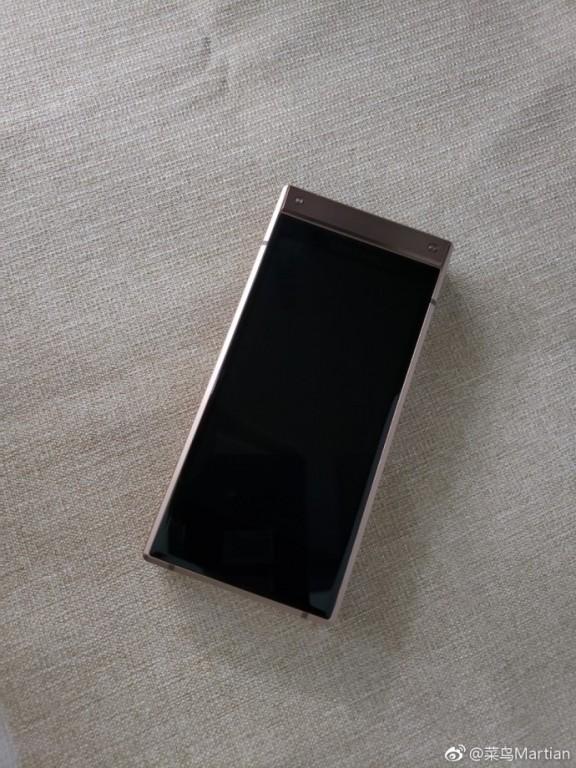10 1 - تسريب صور واقعية لهاتف سامسونج الصدفي الجديد Samsung W2019 تكشف مواصفاته