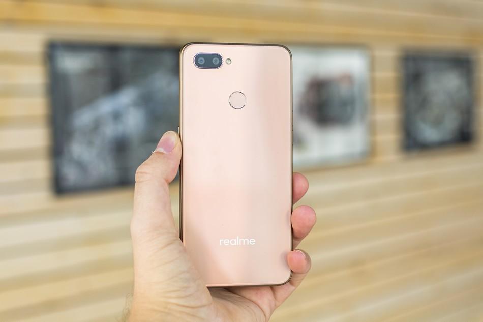 Realme U1 back - شركة Oppo تزيح الستار رسمياً عن الهاتف الذكي Realme U1 مع كاميرا أمامية بدقة 25MP
