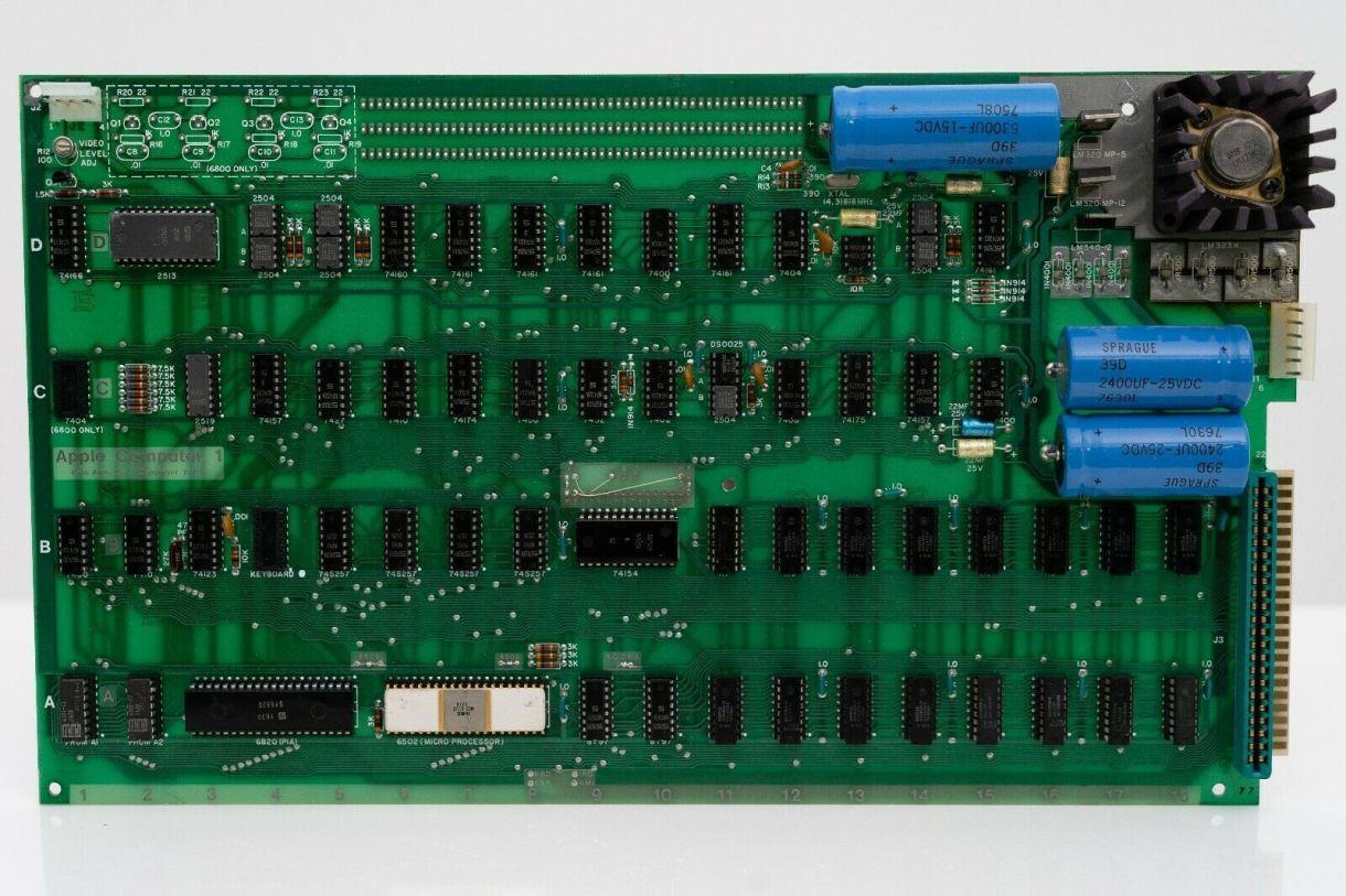 2 جهاز Apple 1 معروض للبيع - حاسب آبل الأول Apple-1 ما زال يعمل ومعروض للبيع مقابل الملايين