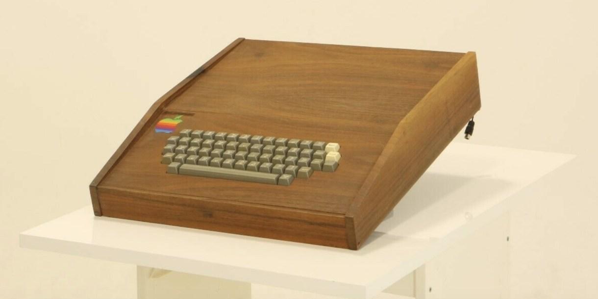 Apple 1 - حاسب آبل الأول Apple-1 ما زال يعمل ومعروض للبيع مقابل الملايين