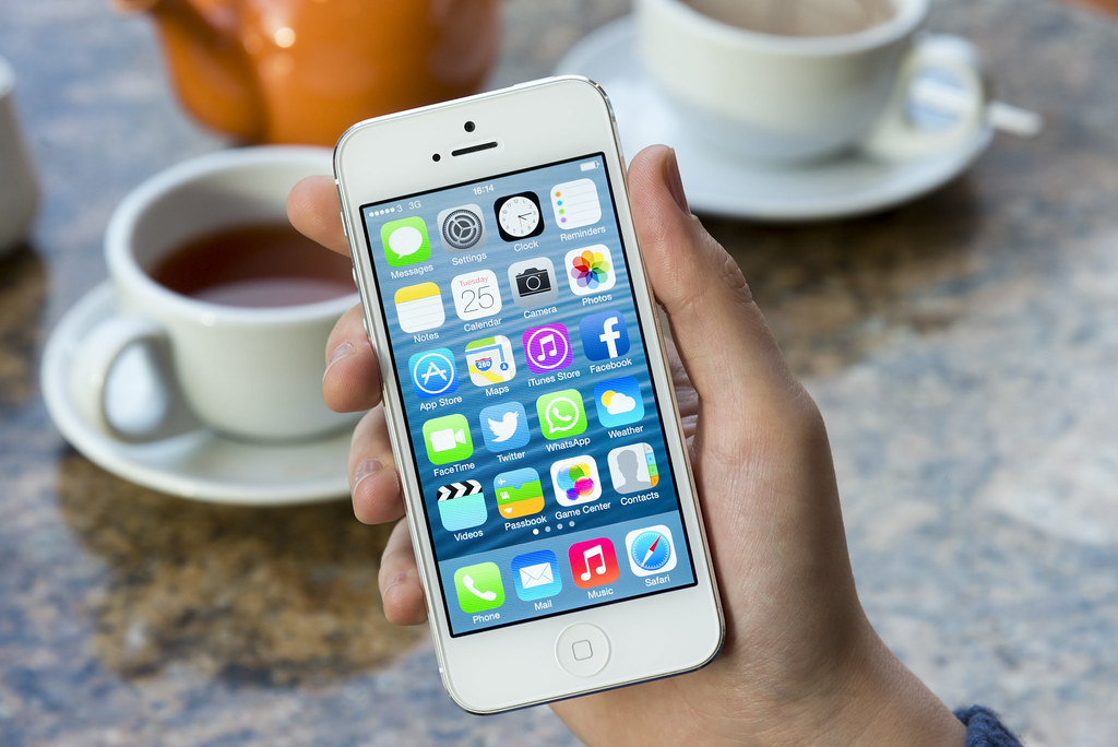 old iPhone - آبل تكشف قائمة موديلات آيفون وآيباد التي يجب تحديثها وإلا ستواجه مشاكل