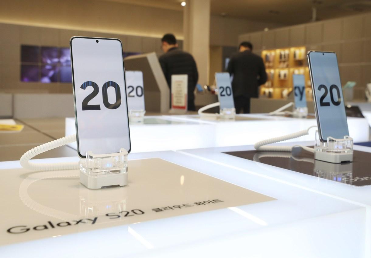20200228000405 0 - سامسونج تلوم فيروس كورونا بشأن مبيعات Galaxy S20 المنخفضة