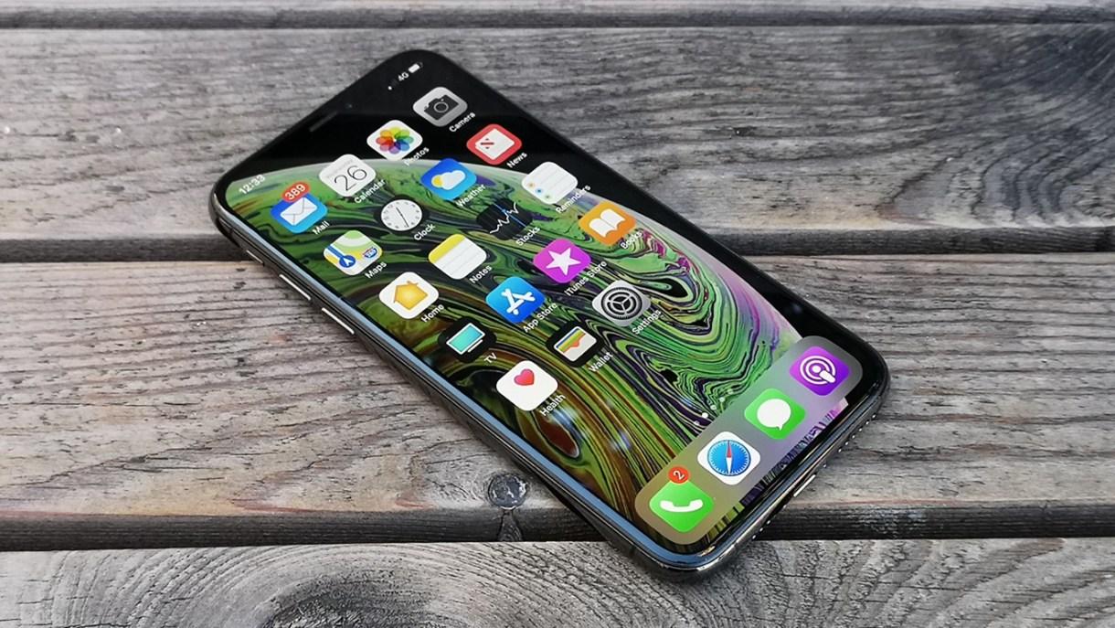 iPhone XS 34 view on wood - 4 جوالات آيفون معاد تجديده بعروض مذهلة