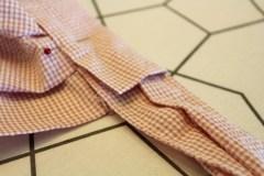 Legg sløyfen inn i linningen - en på hver side.