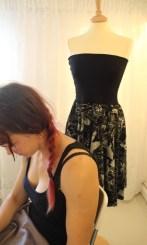 Andrea's kjole er litt mer krevende å sy - 123-kjolen er klar til å tas i bruk.