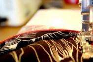 Rullesømmen blir sydd i en kontrastfarge
