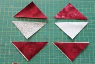 Mugruggen består av et juletre som er laget av kvadrater som måler 6x6 cm. OBS. legg trianglene vrange mot vrange før de sys sammen
