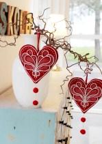 Søte julehjerter i rødt bidrar litt ekstra til julestemningen synes jeg