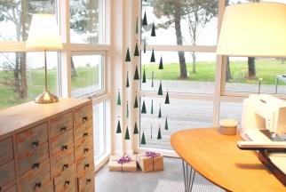 Et litt anderledes juletre skaper julehygge på Syskolen