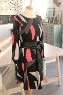 Ferdig kjole - Kjolen kan henge løst eller gjøres litt funky med et stramt lærbelte i livet