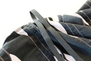 En enkel strikk i sømmen vil holde kjolen fint på plass