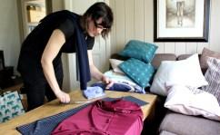 Andrea har planen klar - hun skal masseprodusere kjoler i forskjellige farger, men ha samme snitt.