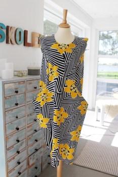 Jeg nålet sammen kjolen for å se hvordan den skulle sys sammen