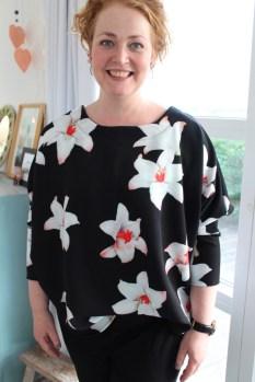 Så flott og fargesprekende - Sanne rocker sin nye bluse