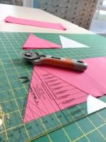 En ren nytelse å skjære ut trekantene - må si det tok mye mindre tid enn med papir sjablongene