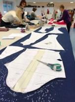 Kjolen består av 8 paneler så det går med ca 3-3,5 meter stoff