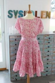 Siste sommer sydde jeg denne todelte kjolen av det nydeligste Liberty-stoff