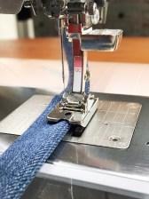 Passpoalfoten har en oppbygget såle på høyre side noe som gjøre den spesielt egnet til å sy tittekanter der stoffet i prinsippet kun ligger på den ene siden av foten