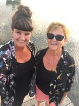 Mor og datter - så morsomt å ha nesten samme kimonoer