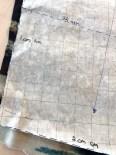 Om du sliter med å huske hvor mye sømmonn du skal ha på de forskjellige delene så har Mona et tips - skriv det ganske enkelt ned på mønsteret.