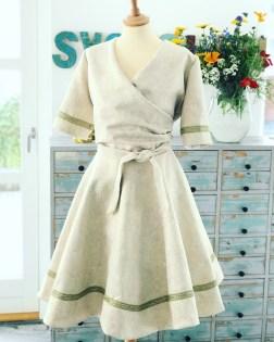 """Med mottoet """"Liveter for langt til å ha det kjedelig"""" ble denne kjolen sydd til messen"""