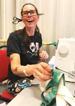 Torun er i full sving med quiltekonkurransen, men har tid til et strålende smil