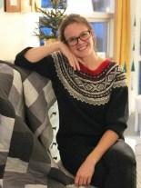 A qulter is born - Andrea poserer foran sin lekre quilt