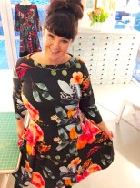Humøret stiger i min nye fargesprakende kjole