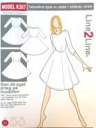 Kjolen har innsnitt foran og bak på overdelen. Skjørtet har en A-fasong som gir både litt vidde over hoftene og rundt knærne ute å være helt rock´n roll. Halsrigningen er en flatterende båt-hals