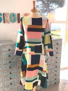 Stoffet til kjolen er en vevet vare fra Stoff og Stil og en skatt som jeg har gjemt siden siste sommer
