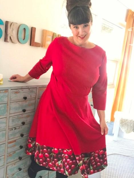 Så gøy med ny rød kjole...