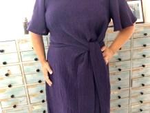 Det knyttede beltet er kjolens store fokus punkt - jeg har valgt kun å knyte en knute for et mer avslappet look