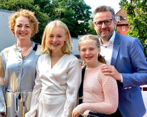 En nydelig solskinnsdag ga en hyggelig ramme rundt en glad familie på konfirmasjonsdagen