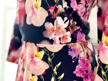 Kjolen har innsnitt som gir den litt form - både foran og bak