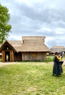 De frivillige har brukt tiden under pandemien til å bygge og renovere jernalderhusene i landsbyen i Vingsted