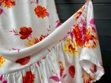Jeg besluttet å sy en kappe på nederst på kjolen etter å ha prøvd den