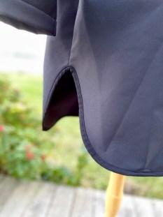 For at ikke hoodien skulle blitt trang valgte jeg å lage en splitt mellom forstykket og bakstykket