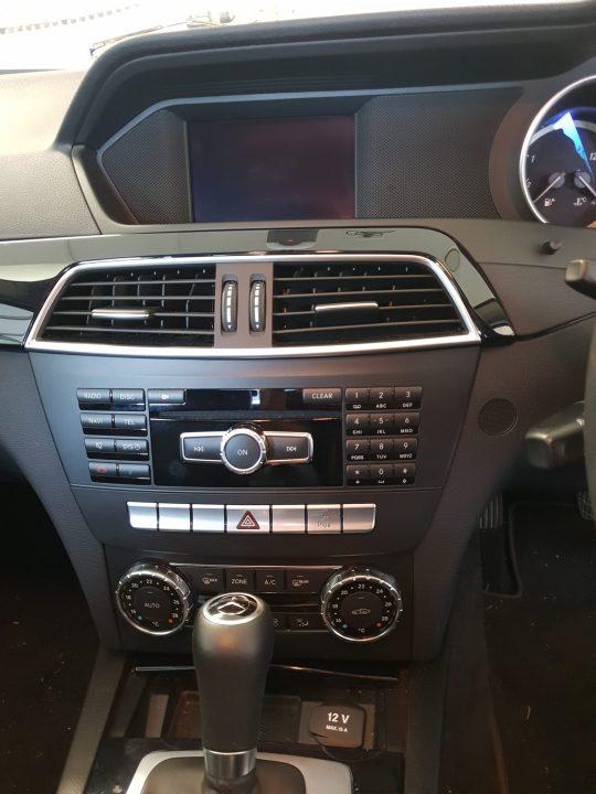 Factory Mercedes C200 screen
