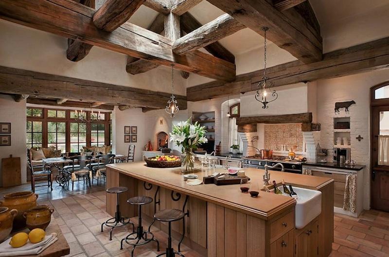 Интерьер кухни в деревенском стиле: ФОТО, отделка, декор