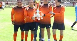"""""""Compadres"""" es el campeón de la 1ª. Fuerza del futbol de veteranos"""