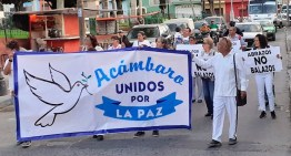 """En una marcha pacífica, se pide estar """"unidos por la paz"""""""