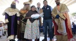 Los Reyes Magos entregan en los 46 municipios más de 19 mil juguetes