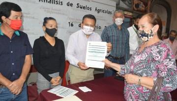 Entregan análisis de suelos agrícolas  a productores campesinos de Acámbaro