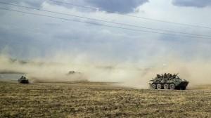 РФ развернула лагерь и подвезла тяжелую технику к границе с Крымом