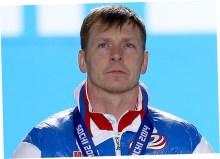 Отказался отдавать медали