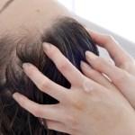 湯シャンのやり方。お湯だけで髪を洗う方法。酒さ肌に流れる石けんの泡ですら刺激になる場合の手段に。