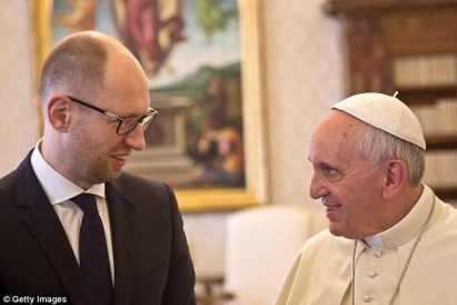 Ferenc Pápa és Jacenyuk - Így legalizálta a katolikusok pápája a kijevi banditakormányt 1