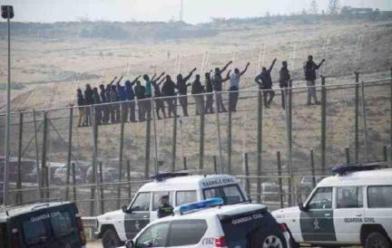 Melilla, spanyol enklávé 'biztonsági határzár' - 4